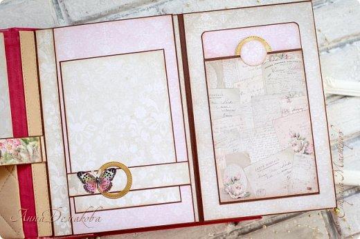 Доброго дня! Еще один свадебный альбом в подарок молодым. И как прошлый раз, альбом будет подарен на годовщину свадьбы.  Обложку не стала оформлять цветами и прочими украшалками. На мой взгляд сама рамочка и шейкер самодостаточны. Хотела сделать красивый и в то же время сдержанный в цвете и в оформлении альбом.  Первый раз делала строчку по всему периметру обложки. Как оказалось, это совсем не сложно ))  фото 7