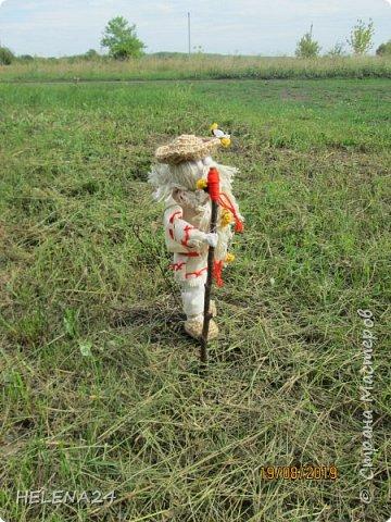 Всем здравствуйте !Я сегодня вот с таким дяденькой ,это Зосима пчельник .На Руси к каждому народному празднику изготавливалась своя куколка. Зосима-пчельник -защитник пчел -народная славянская кукла-оберег. «Без бога ни до порога, а без Зосима-Савватия — ни до улья». Зосима-для благочестивой, размеренной и спокойной жизни. Русские пчеловоды называют преподобного Зосиму - Пчельником и считают его покровителем пчеловодства и хранителем пчел. Зосима пчельник бережет пчел от мора. Оберег обеспечивает удачную зимовку - чтобы пчелки хорошо перезимовали, а весной хорошо облетались и вывели побольше приплода, и никакая болезнь не затронула улья, а летом чтобы ждал трудолюбивого пчеловода добрый урожай меда, а новые роя поселялись в его новые улья. фото 6