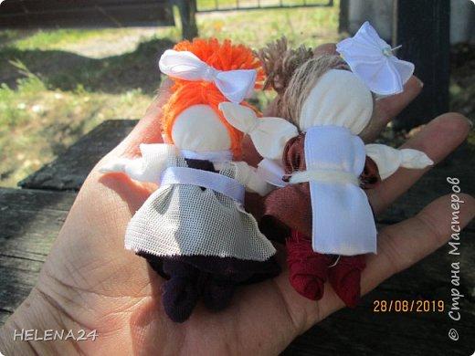 Вот такие куколки у меня .СЧАСТЬЕ первоклашки !Крутила долюшек и вдруг увидела кусочек ленты коричневой ,и пришла мысль сделать первоклашку ,а потом родилась ещё одна .... фото 5