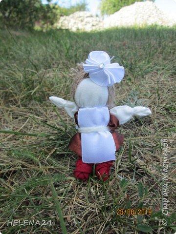 Вот такие куколки у меня .СЧАСТЬЕ первоклашки !Крутила долюшек и вдруг увидела кусочек ленты коричневой ,и пришла мысль сделать первоклашку ,а потом родилась ещё одна .... фото 2