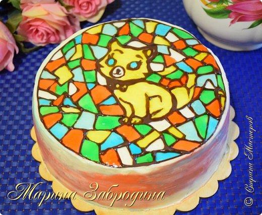 """Всем привет! Представляю Вашему вниманию новый рецепт красивого и вкусного домашнего торта. Украшать мы его будем очень интересным способом!  Высокий и Пышный Бисквит для торта ✧ Легкий рецепт для мультиварки!  https://youtu.be/G68stJ7ymX4  Желаю всем приятного аппетита и хорошего настроения! Благодарю за просмотр, заходите на мой канал, там Вы найдете много проверенных видео - рецептов очень вкусной сладкой и несладкой выпечки, тортов, пирожных, мясных блюд, салатов и т.д которые легко приготовить!  Бисквит (форма 21-22 см): 4 яйца категории С1  160 гр. пшеничной муки  60 гр. крахмала  100 мл. молока 160 гр. сахара  8 г ванильного сахара (1 пакетик) 10 гр. разрыхлителя (2 ч.л.) щепотка соли  Крем: 530 гр.творожного сливочного сыра 180 гр. сливочного масла 82,5 % жирности (комнатной температуры) 150 гр. сахарной пудры 8 гр. ванильного сахара 160 гр. конфитюр абрикосовый (по 80 гр. в прослойку между 2-мя коржами и кремом)  Пропитка: 110 гр. сахара 180 мл. воды  """"Витраж"""" из шоколада: 30 - 40 гр. темного шоколада пищевые красители  для украшения сухое желе - 5 г  или кондитерский гель в домашних условиях:  0,5 ст. л желатин быстрорастворимый 125 мл воды  2 ст. л сахара   Желатин залить половиной воды и дать набухнуть. Из второй половины воды и сахара сварить сироп (варить около 3-5 мин). Затем желатин распустить в микроволновке или на водяной бане. Все смешать и дать остыть. Разводить кипяченой водой до нужного состояния."""