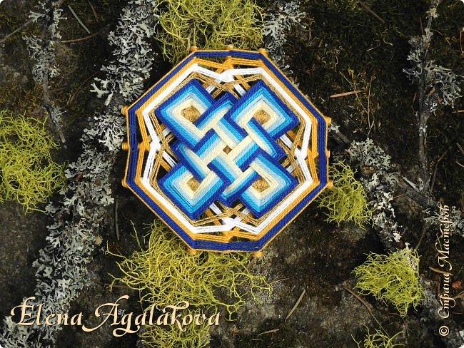 Звезда Лады (она же Звезда Лады-Богородицы, Звезда Руси, Сварогов Квадрат) – достаточно распространенный, как в бытовом орнаменте, так и в обережной символике знак, предназначенный для комплексной защиты человека от негативной энергии.  фото 4