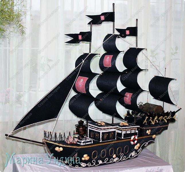 """Всем привет!  Поступил мне довольно-таки специфический заказ. """"Сделайте мне - говорят - пиратский корабль, но чтобы там присутствовала тульская тематика. И чтобы - говорят - корабль был внушительных размеров. В два раза больше, чем вы обычно делаете."""" Почесала я свою репу... и согласилась, не понимая пока, как я это всё состряпаю. Ну, давайте посмотрим, что из этого вышло! Вот такой получился корабль. Высота 1 метр, длина 1,5 метра. фото 1"""
