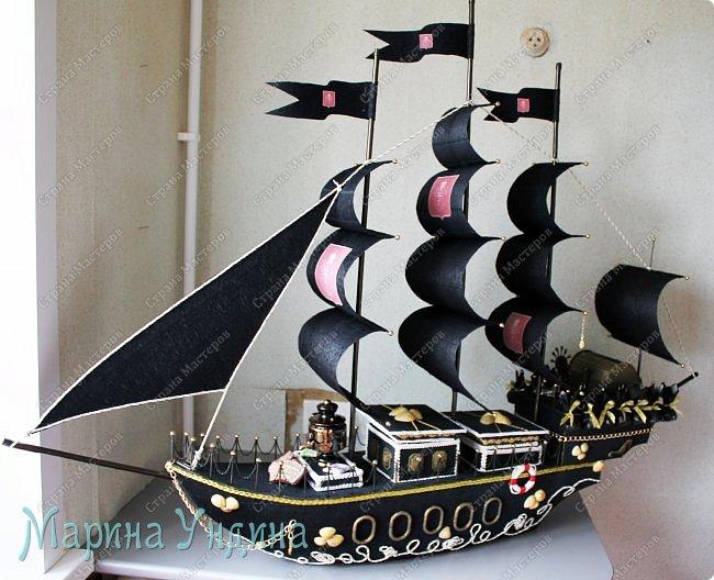 """Всем привет!  Поступил мне довольно-таки специфический заказ. """"Сделайте мне - говорят - пиратский корабль, но чтобы там присутствовала тульская тематика. И чтобы - говорят - корабль был внушительных размеров. В два раза больше, чем вы обычно делаете."""" Почесала я свою репу... и согласилась, не понимая пока, как я это всё состряпаю. Ну, давайте посмотрим, что из этого вышло! Вот такой получился корабль. Высота 1 метр, длина 1,5 метра. фото 25"""