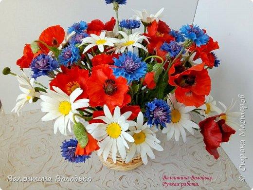 Добрый вечер мастера и мастерицы!!!Наконец то я закончила лепку цветов для полевого букета!!Вот такие маки расцвели дождливой осенней порой. фото 6