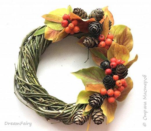 Осенний декоративный венок из натуральных материалов.