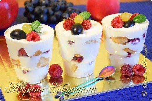 Всем привет! Сегодня готовлю простой в исполнении и вкуснейший десерт с стаканчиках! Печенье Савоярди, нежнейший крем, и ягоды - всего 3 основных составляющих. Попробуйте!  Желаю всем приятного аппетита и хорошего настроения! Благодарю за просмотр, заходите на мой канал, там Вы найдете много проверенных видео - рецептов очень вкусной сладкой и несладкой выпечки, тортов, пирожных, мясных блюд, салатов и т.д которые легко приготовить!  Продукты: 130 гр. печенье Савоярди  200 гр. сметана 20 % 470 мл сливки 33 % 120 гр. сахарная пудра 8 гр. ванильного сахара 130 гр. любые ягоды - малина, клубника