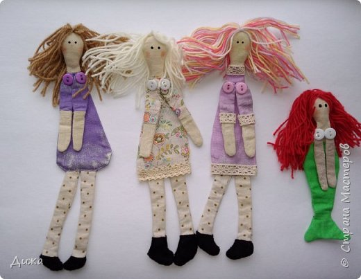 Здравствуйте всем! Я вам случайно не рассказывала что я люблю закладки для книг? :-) Недавно я сшила вот такие текстильные закладочки девочки-тильды Использовала ткани бязь, ситец, флис (обувь). Для красоты украсила кружевом фото 1