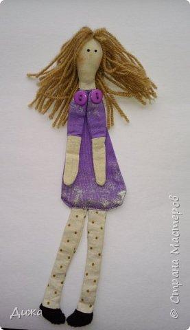Здравствуйте всем! Я вам случайно не рассказывала что я люблю закладки для книг? :-) Недавно я сшила вот такие текстильные закладочки девочки-тильды Использовала ткани бязь, ситец, флис (обувь). Для красоты украсила кружевом фото 2