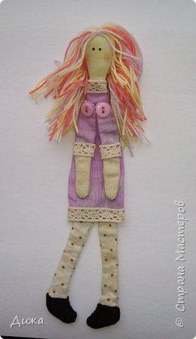 Здравствуйте всем! Я вам случайно не рассказывала что я люблю закладки для книг? :-) Недавно я сшила вот такие текстильные закладочки девочки-тильды Использовала ткани бязь, ситец, флис (обувь). Для красоты украсила кружевом фото 5
