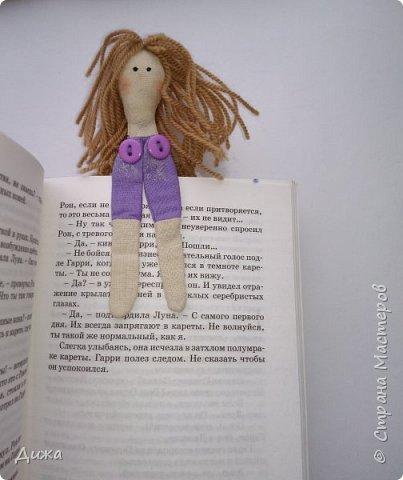 Здравствуйте всем! Я вам случайно не рассказывала что я люблю закладки для книг? :-) Недавно я сшила вот такие текстильные закладочки девочки-тильды Использовала ткани бязь, ситец, флис (обувь). Для красоты украсила кружевом фото 8