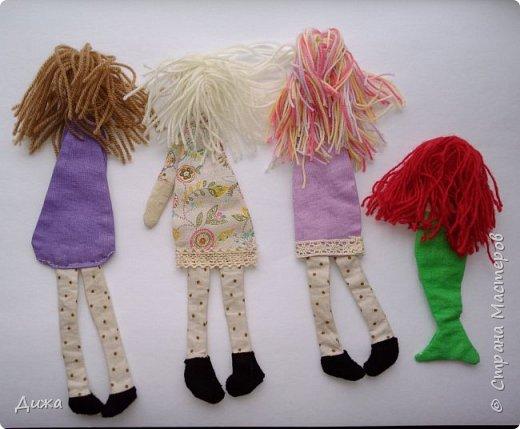 Здравствуйте всем! Я вам случайно не рассказывала что я люблю закладки для книг? :-) Недавно я сшила вот такие текстильные закладочки девочки-тильды Использовала ткани бязь, ситец, флис (обувь). Для красоты украсила кружевом фото 10