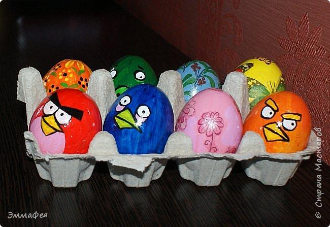 Яйца сделаны собтвенноручно, использована натуральная яичная скорлупа как матрица, потом разбила ее и отправила в мусор.  Часть яичек расписаны вручную акриловыми красками, часть украшены в технике декупаж. фото 1