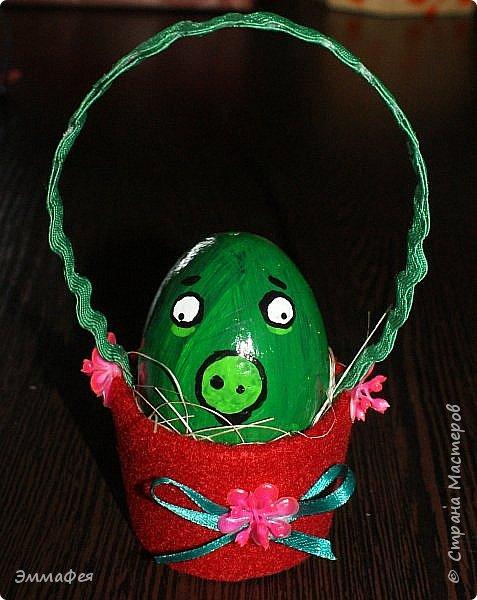 Яйца сделаны собтвенноручно, использована натуральная яичная скорлупа как матрица, потом разбила ее и отправила в мусор.  Часть яичек расписаны вручную акриловыми красками, часть украшены в технике декупаж. фото 13