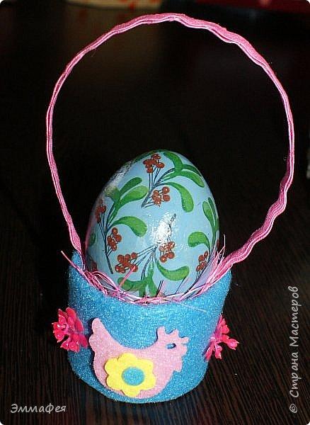 Яйца сделаны собтвенноручно, использована натуральная яичная скорлупа как матрица, потом разбила ее и отправила в мусор.  Часть яичек расписаны вручную акриловыми красками, часть украшены в технике декупаж. фото 15