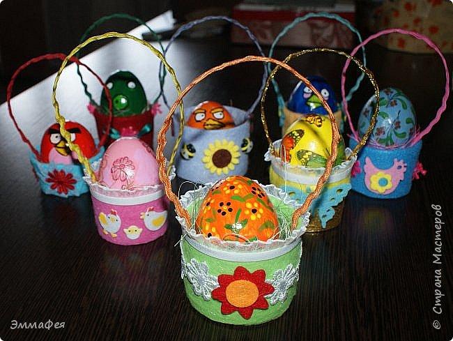 Яйца сделаны собтвенноручно, использована натуральная яичная скорлупа как матрица, потом разбила ее и отправила в мусор.  Часть яичек расписаны вручную акриловыми красками, часть украшены в технике декупаж. фото 18