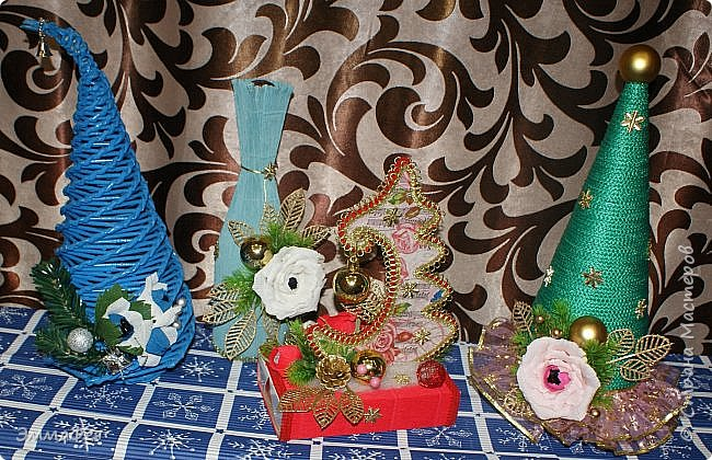 Сразу оговорюсь: свит-дизайном занимается моя мама Гараева Ольга, но здесь ее страницы нет, а поделиться хочется очень, ведь она у меня такая рукодельница!  Это упаковка жестяной коробки печенья в виде новогодних часов. Декор: картинка часов, распечатанная на фотобумаге, мишура, синельная проволока, кружево, конфеты фото 61