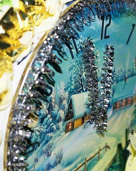 Сразу оговорюсь: свит-дизайном занимается моя мама Гараева Ольга, но здесь ее страницы нет, а поделиться хочется очень, ведь она у меня такая рукодельница!  Это упаковка жестяной коробки печенья в виде новогодних часов. Декор: картинка часов, распечатанная на фотобумаге, мишура, синельная проволока, кружево, конфеты фото 7