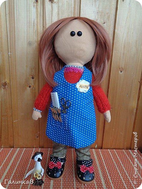 Доброго всем дня! Я сегодня к вам, дорогие мастерицы, с куклой-парикмахером, которую сшила в подарок родственнице на 60-летие. Всю жизнь она проработала парикмахером, поэтому и родилась идея сшить куклу-парикмахера. Она уже подарена родственнице на юбилей и живет теперь у нее дома в Оренбургской области. фото 1