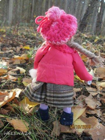 """Сегодня у меня девочка Леночка!Вы думаете мотанками могут быть только народные куклы обереги?Ну травницы там,берегини.....а вот и нет!На основе конструкции народной куклы можно создавать разных кукол.Вот девочка моя сделана сразу на основе двух кукол,голова по принципу """"бабки характерной"""",а тулово как у куклы рябинки с ножками .Одежда частично шита . фото 5"""