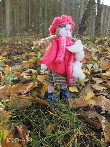 """Сегодня у меня девочка Леночка!Вы думаете мотанками могут быть только народные куклы обереги?Ну травницы там,берегини.....а вот и нет!На основе конструкции народной куклы можно создавать разных кукол.Вот девочка моя сделана сразу на основе двух кукол,голова по принципу """"бабки характерной"""",а тулово как у куклы рябинки с ножками .Одежда частично шита . фото 3"""
