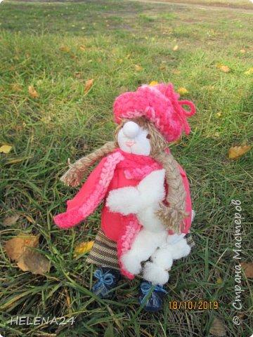 """Сегодня у меня девочка Леночка!Вы думаете мотанками могут быть только народные куклы обереги?Ну травницы там,берегини.....а вот и нет!На основе конструкции народной куклы можно создавать разных кукол.Вот девочка моя сделана сразу на основе двух кукол,голова по принципу """"бабки характерной"""",а тулово как у куклы рябинки с ножками .Одежда частично шита . фото 1"""
