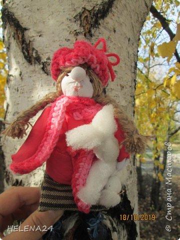 """Сегодня у меня девочка Леночка!Вы думаете мотанками могут быть только народные куклы обереги?Ну травницы там,берегини.....а вот и нет!На основе конструкции народной куклы можно создавать разных кукол.Вот девочка моя сделана сразу на основе двух кукол,голова по принципу """"бабки характерной"""",а тулово как у куклы рябинки с ножками .Одежда частично шита . фото 9"""