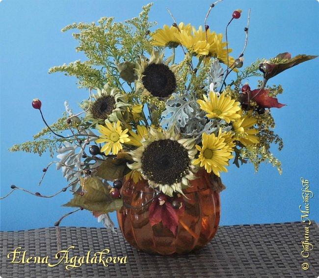 Добрый день! Сегодня я к вам снова с композициями из цветов. На этот раз много осенних композиций желто-оранжево-красных...  Вот уже больше года я занимаюсь цветочным дизайном. Очень люблю цветы, травки-муравки, деревья и вообще все растения. Очень увлекательно работать с цветами! Я взяла небольшой курс по цветочному дизайну. Дома делаю аранжировки из того что под рукой, беру цветы которые найду, даже полевые и из своего садика. Люблю использовать разные веточки, травинки... Некоторые оранжировки из цветочного магазина где я работаю. Делюсь красотой!