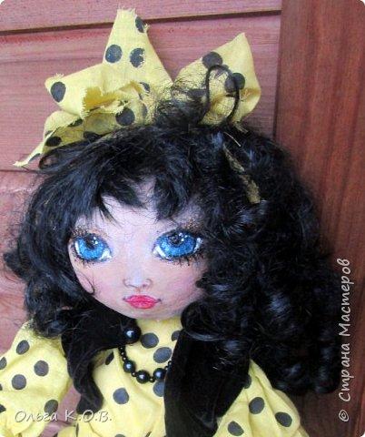 Эту куклу я на память взяла себе