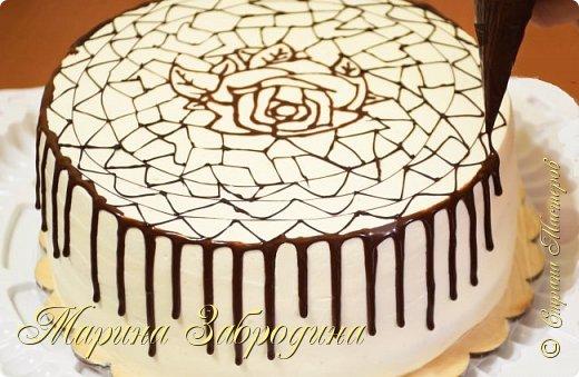 """Всем привет! Как сделать шоколадную глазурь и шоколадные подтеки на торте? Шоколадные подтеки несомненно делают Ваш домашний тортик еще более красивым и вкусным.   Желаю всем приятного аппетита и хорошего настроения! Благодарю за просмотр, заходите на мой ютуб канал, там Вы найдете много проверенных видео - рецептов которые легко приготовить! Также жду Ваши фото в группе """"Марина Забродина"""" ВКонтакте 😊  Рецепт:  Шоколад - 50 гр. Сливки 20 % - 60мл   Из этого количества ингредиентов можно украсить тортик 22 см (подтеки + покрытие сверху)."""