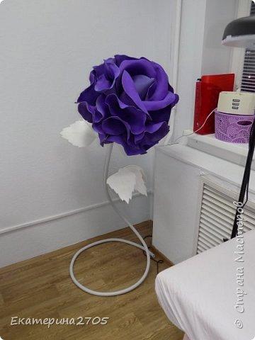 Роза Софи Лорен. Бутон-фоамиран, стебель - термоусадка, листья - белый изолон фото 1