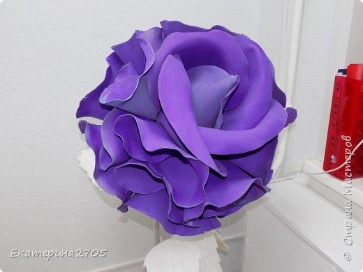 Роза Софи Лорен. Бутон-фоамиран, стебель - термоусадка, листья - белый изолон фото 2