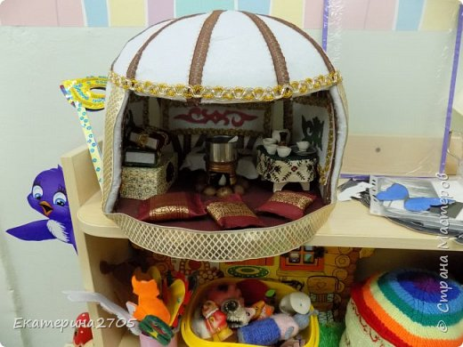 Задача в садике у сына была сделать макет юрты, предметы которой дети смогли бы взять в руки или переставить с места на место. фото 18