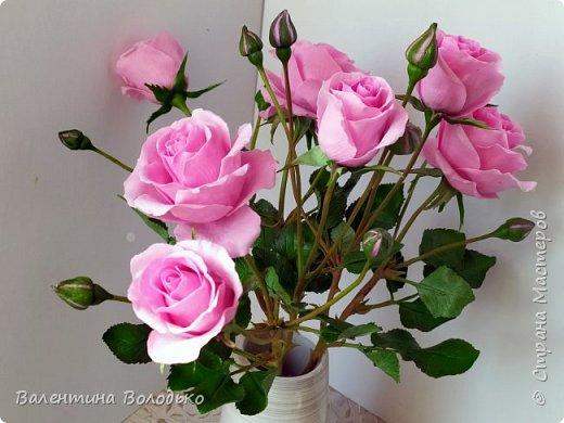 Добрый день мастера и мастерицы!!!Нежные розы приятно созерцать холодной,промозглой осенью.Мой новый букет кустовых роз.