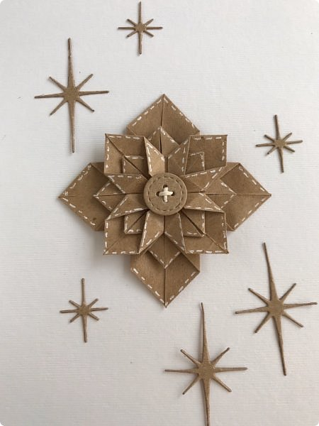 """Принимайте и мою искру в шкатулку драгоценностей Страны мастеров. Звезда моя не спроста в технике оригами, ведь на сайт я пришла  11 лет тому назад, именно из-за этой техники. Она меня завораживала,  казалась """"высшей математикой"""" :))) Думаете, я ее познала, увы, я лишь немного прикоснулась к простым  фигурам:)  Искра сделана по мк https://m.blog.naver.com/silkbody/20137182388 фото 1"""