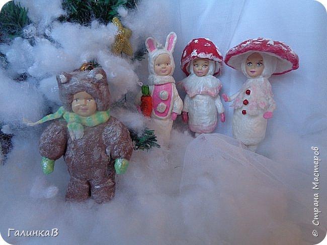 """Добрый всем вечер! Новый год """"на носу"""", а снегом у нас и не пахнет! Но новогоднее настроение присутствует, несмотря на мерзкую бесснежную погоду. Но на фотках моих ватных деток снежок имеется! И елочка! И детки в карнавальных костюмчиках. фото 1"""