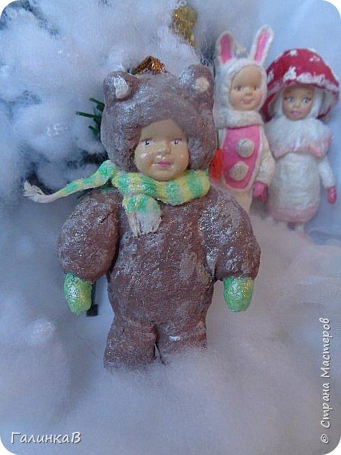 """Добрый всем вечер! Новый год """"на носу"""", а снегом у нас и не пахнет! Но новогоднее настроение присутствует, несмотря на мерзкую бесснежную погоду. Но на фотках моих ватных деток снежок имеется! И елочка! И детки в карнавальных костюмчиках. фото 2"""