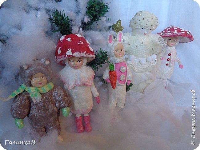 """Добрый всем вечер! Новый год """"на носу"""", а снегом у нас и не пахнет! Но новогоднее настроение присутствует, несмотря на мерзкую бесснежную погоду. Но на фотках моих ватных деток снежок имеется! И елочка! И детки в карнавальных костюмчиках. фото 19"""
