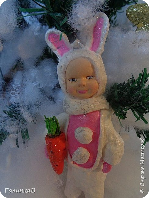 """Добрый всем вечер! Новый год """"на носу"""", а снегом у нас и не пахнет! Но новогоднее настроение присутствует, несмотря на мерзкую бесснежную погоду. Но на фотках моих ватных деток снежок имеется! И елочка! И детки в карнавальных костюмчиках. фото 11"""
