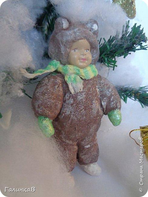 """Добрый всем вечер! Новый год """"на носу"""", а снегом у нас и не пахнет! Но новогоднее настроение присутствует, несмотря на мерзкую бесснежную погоду. Но на фотках моих ватных деток снежок имеется! И елочка! И детки в карнавальных костюмчиках. фото 15"""