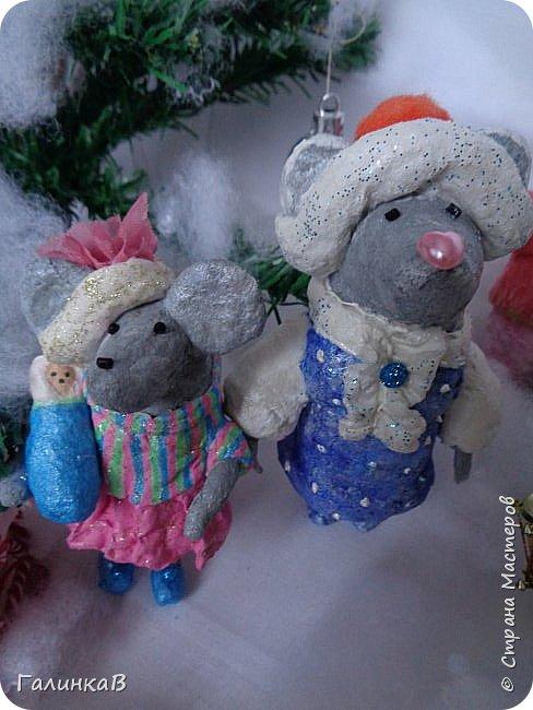 Всем мастерицам и мастерам доброго дня! Сегодня мы пришли целой семейкой грызунов! Папа, мама, сынок и дочка! Все новогодние, нарядные и веселые! Чего ж грустить, ведь скоро Новый Год. И конечно же - подарки!!! фото 3