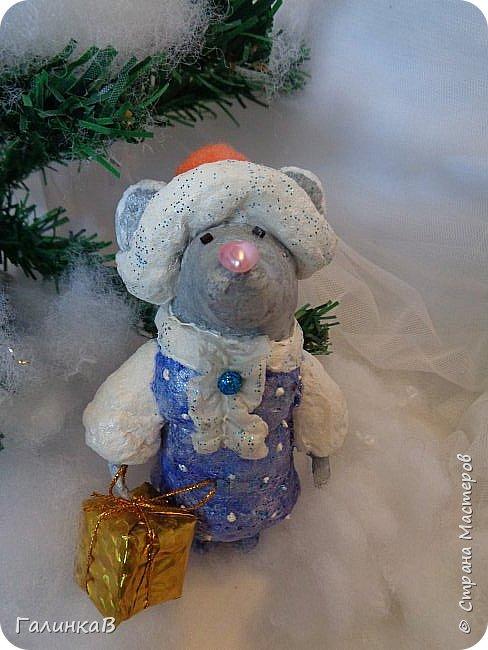 Всем мастерицам и мастерам доброго дня! Сегодня мы пришли целой семейкой грызунов! Папа, мама, сынок и дочка! Все новогодние, нарядные и веселые! Чего ж грустить, ведь скоро Новый Год. И конечно же - подарки!!! фото 6