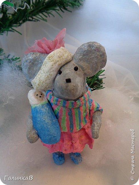Всем мастерицам и мастерам доброго дня! Сегодня мы пришли целой семейкой грызунов! Папа, мама, сынок и дочка! Все новогодние, нарядные и веселые! Чего ж грустить, ведь скоро Новый Год. И конечно же - подарки!!! фото 7