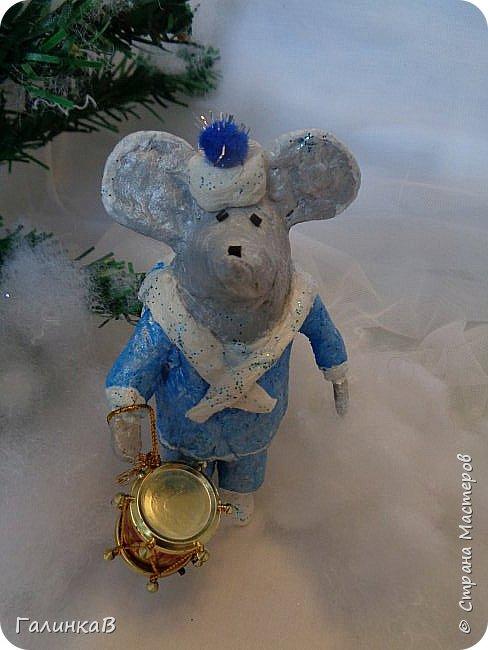 Всем мастерицам и мастерам доброго дня! Сегодня мы пришли целой семейкой грызунов! Папа, мама, сынок и дочка! Все новогодние, нарядные и веселые! Чего ж грустить, ведь скоро Новый Год. И конечно же - подарки!!! фото 9