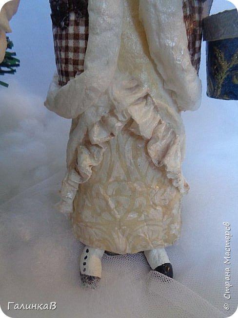"""Добрый день, мои дорогие! Снова я сегодня с куколкой из ваты! Давно вынашивала идею сделать из ваты вот такую барышню, да все не решалась. Но...глаза боятся, а руки делают. Это моя первая работа такого масштаба. Куколка в высоту 25 см. Хотелось сделать барышню именно дворянку. Обожаю все, что связано с тем временем: люблю дворянские усадьбы, одежду, вообще дух вот этого дореволюционного периода. Помните, как в песне """"Как упоительны в России вечера"""" - балы, красавицы, лакеи, юнкера и вальсы Шуберта и вкус французской булки.... фото 8"""