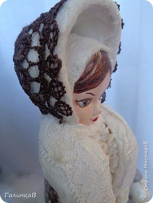 """Добрый день, мои дорогие! Снова я сегодня с куколкой из ваты! Давно вынашивала идею сделать из ваты вот такую барышню, да все не решалась. Но...глаза боятся, а руки делают. Это моя первая работа такого масштаба. Куколка в высоту 25 см. Хотелось сделать барышню именно дворянку. Обожаю все, что связано с тем временем: люблю дворянские усадьбы, одежду, вообще дух вот этого дореволюционного периода. Помните, как в песне """"Как упоительны в России вечера"""" - балы, красавицы, лакеи, юнкера и вальсы Шуберта и вкус французской булки.... фото 10"""