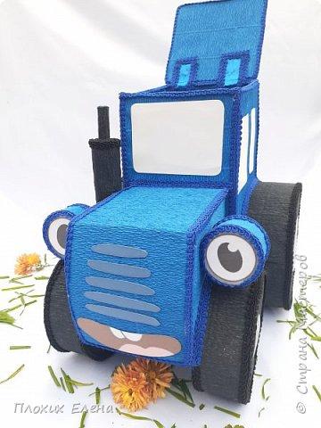 """Наверное все родители 3-5 леток знают песенку: """"По полям, по полям, едет синий трактор к нам,,,,"""" Разрешите вас познакомить с моим тракторенком """" Васильком"""". Эту работу я делала для конкурса детских подарков.  фото 4"""