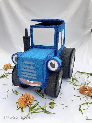 """Наверное все родители 3-5 леток знают песенку: """"По полям, по полям, едет синий трактор к нам,,,,"""" Разрешите вас познакомить с моим тракторенком """" Васильком"""". Эту работу я делала для конкурса детских подарков.  фото 3"""
