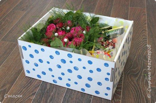 Вот такой подарок для подруги получился. Всё как она любит - цветы, сладости и чай. фото 2