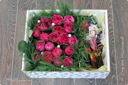 Вот такой подарок для подруги получился. Всё как она любит - цветы, сладости и чай. фото 3